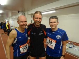 Her er Tranby-kara i Pulje 1. Morten Karlsen (til venstre) satte ny pers og løp på 3.30. Bjørn Harald Garfjell fikk også kjenne på leggkramper, men fightet seg bra inn til mål på 3.54.