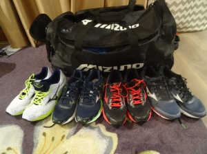 Såpass må det være på en ukes familiefere-tur. Fire par sko og 11-12 kilo med løpestæsj hører med. Og denne gangen får jeg bruk for absolutt alt