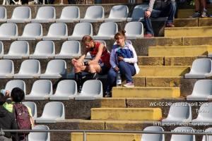Da sluttsignalet gikk var jeg rett på utsiden av stadion, så det var ikke lagt til stadion, og der ventet kona med en cola.. Måtte ha en liten tenkepause på tribunen før jeg skulle ned den trappa der..